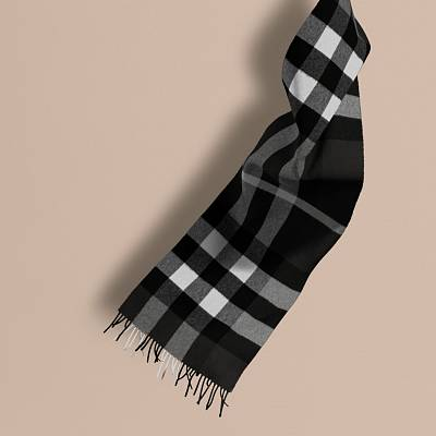 Burberry Classic Cashmere Scarf in Check Black